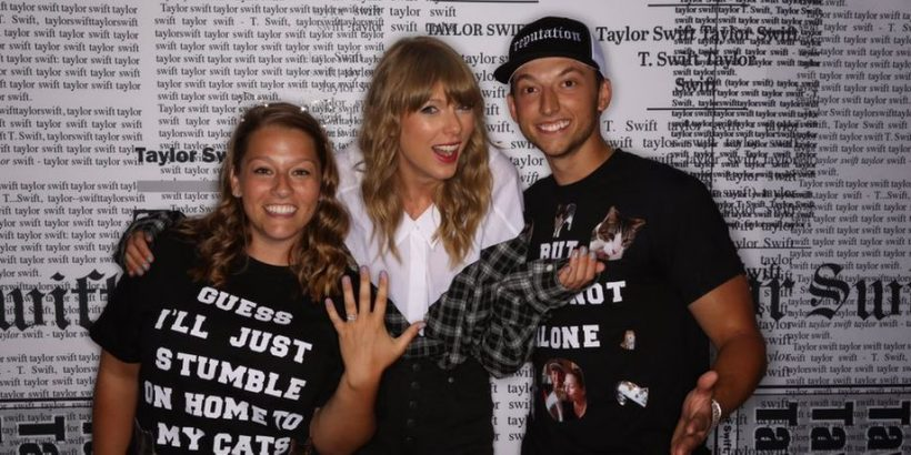 Taylor swift fans get engaged during meet greet with the singer taylor swift fans get engaged during meet greet with the singer m4hsunfo
